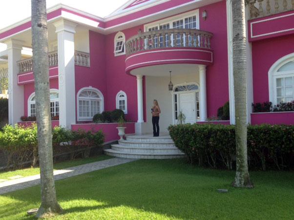 J pensou morar em uma casa rosa  I Love Pink  moda