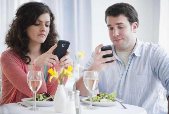 Reasons Why Cell Phone Hurt Your Interpersonal Relationship And How To Turn It Around