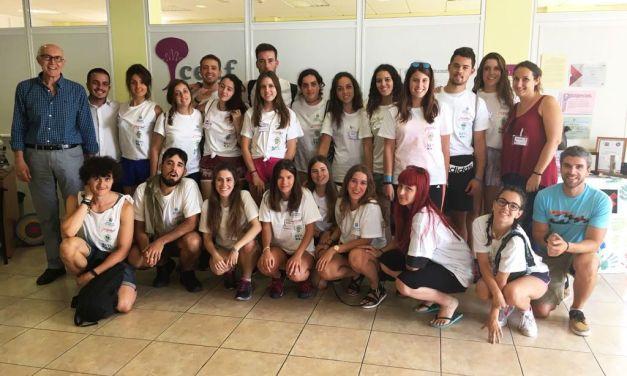 Jóvenes voluntarios realizan actividades dirigidas a personas con Alzheimer en Santa Úrsula