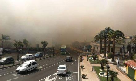 Varios incendios obligan a desalojar viviendas en Santa Úrsula