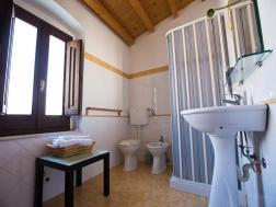 """bagno della camera quattro del B&B """" a casa a chiazza"""" di Licodia Eubea"""