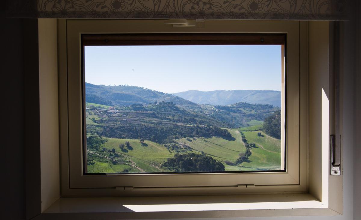 finestra camera cinque del B&B di Licodia Eubea