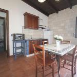 cucina appartamento trilocale fontane bianche