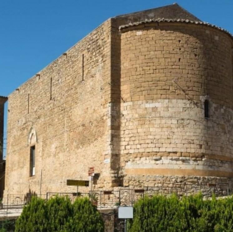 Commenda dei Cavalieri di Malta (Piazza Armerina).Una chiesa a Piazza Armerina molto antica è la chiesetta di S. Maria del Soccorso che è stata donata all'Ordine dei Cavalieri dell'Ospedale di Gerusalemme.