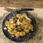 Gnocchi di patate alle zucchine e briciole di feta