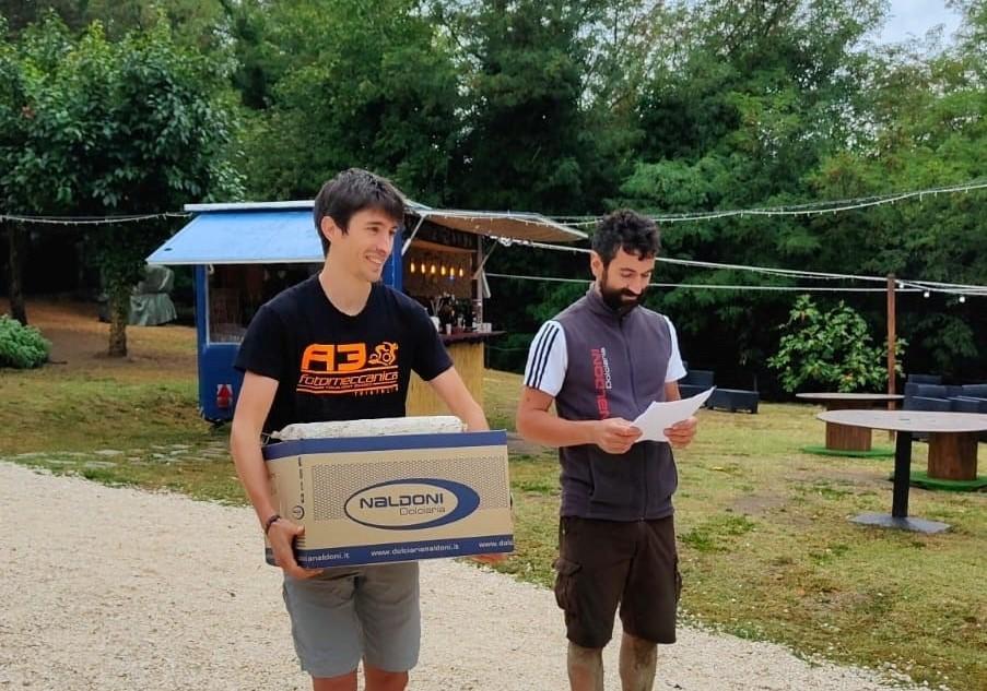 Nella foto il vincitore della prova singola Alessandro Tognon e l'organizzatore Riccardo Galeotti