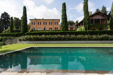 Pool, garden and villa