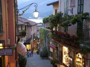 frank-fell-shopping-street-at-dusk-bellagio-lake-como-lombardy-italy-europe