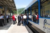 treno in stazione san pietro apostolo ferrovia della calabria