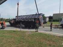 11052015 camion ribaltato origgio (38)