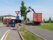 11052015 camion ribaltato origgio (4)