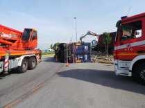 11052015 camion ribaltato origgio (5)