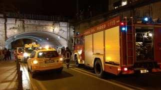 06042016 incidente via primo maggio auto ribaltata (1)