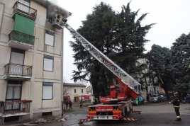 10012017 incendio appartamento via Miola 1 (8)