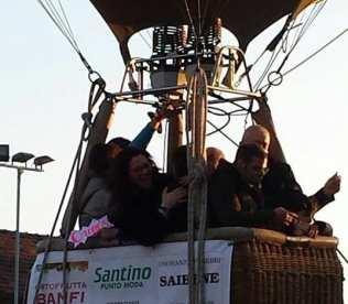 sindaco cartabia e marzia campanella in mongolfiera