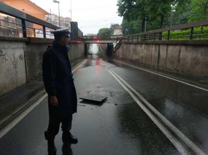 polizialocale allagamenti sottopasso via milano 09052018 (4)