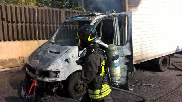 20181012 incendio furgone autostrada (5)