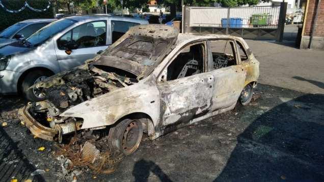 limbiate_auto in fiamme