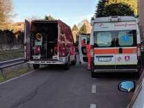 20190110 barricato in casa saronno ambulanza pompieri (3)