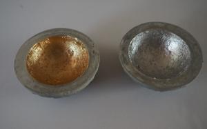 Betonschalen mit Blattmetall