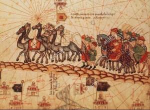 marco-polo-caravan-in-una-illustrazione-dal-catalano-atlas-circa-1375-marco-polo-1254-1324-era-un-mercante-veneziano-traveler-e-il-piu-famoso-occidentale-hanno-viaggiato-sulla-via-della-seta-eccelleva-tutti-gli-altri-viaggiatori