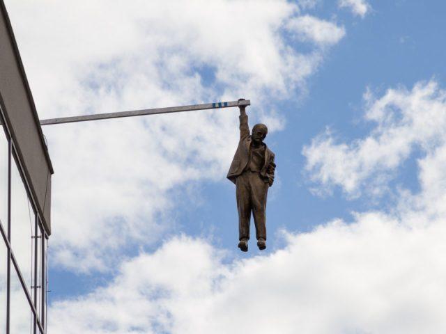 Praga hanging man viselec