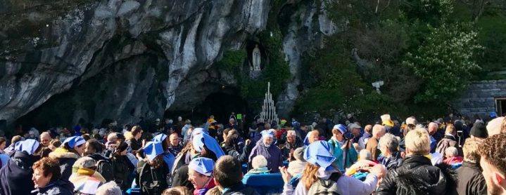 Les piscines des sanctuaires de Lourdes : une expérience de bout du monde