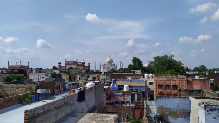 Le Taj Mahal depuis le rooftop du Joey's Hostel