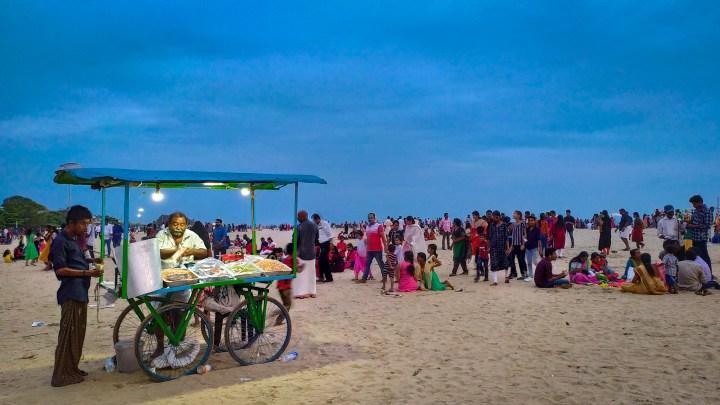La plage d'Alleppey, au Kerala, à la tombée de la nuit