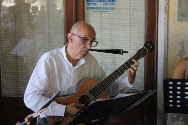 chitarra ottocentesca