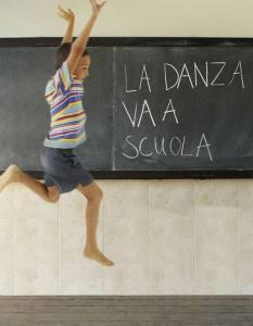 Choronde la danza a va scuola