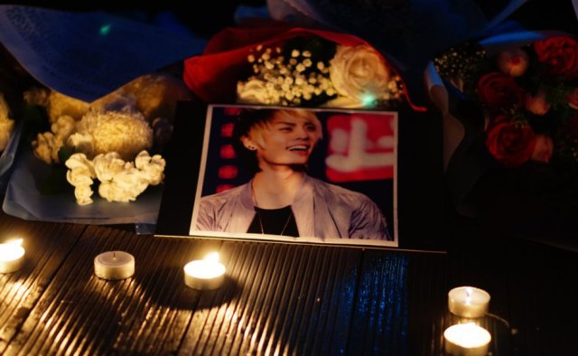 gambar penyanyi kpop bunuh diri jonghyun