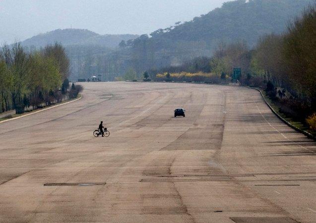 jalan raya di korea utara