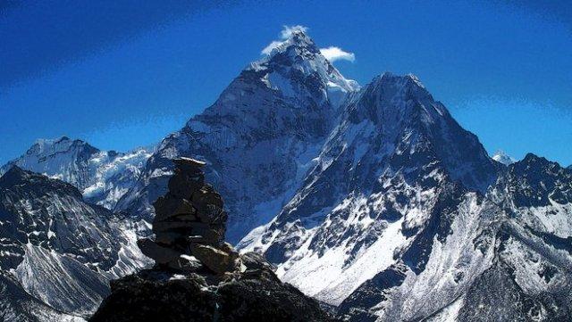 puncak gunung manaslu