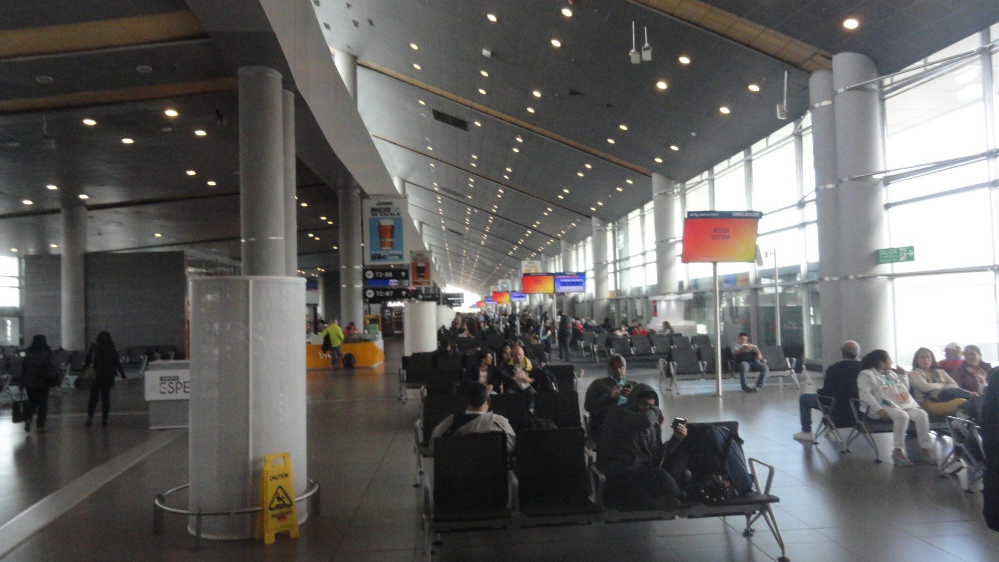 """Portão sala espera Aeropuerto """"El Dorado"""" Bogotá Colômbia 5"""