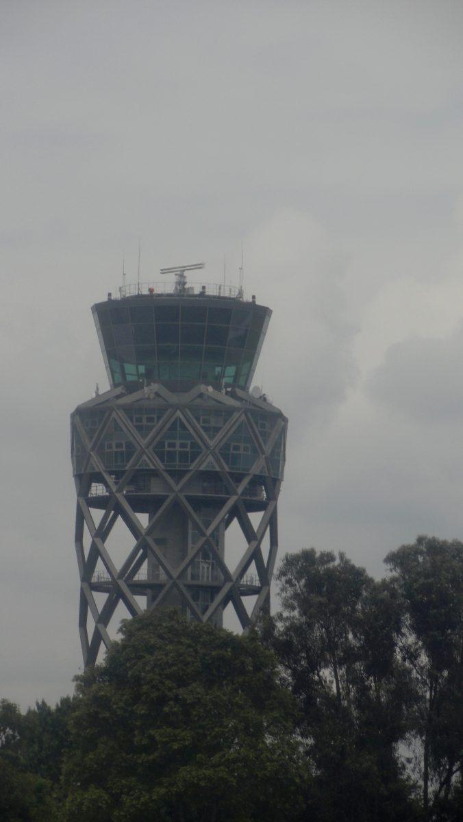 """TORRE de CONTROLE - Aeroporto """"El Dorado"""" - Bogotá, Colômbia"""