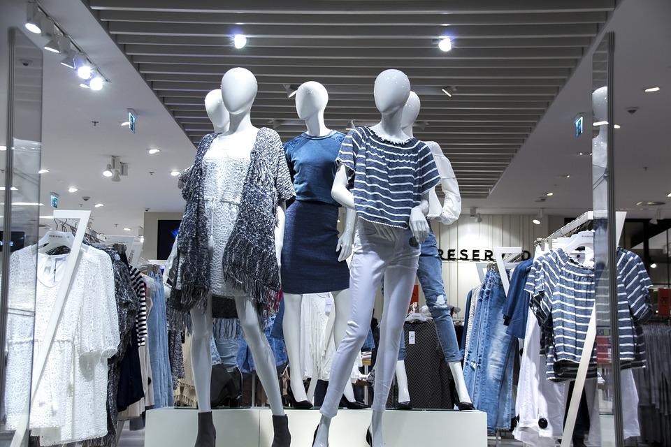 Comercial shopping roupa design lighting