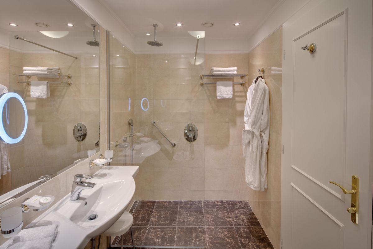 Hotel_Nove_Lazne_pokoj_koupelna
