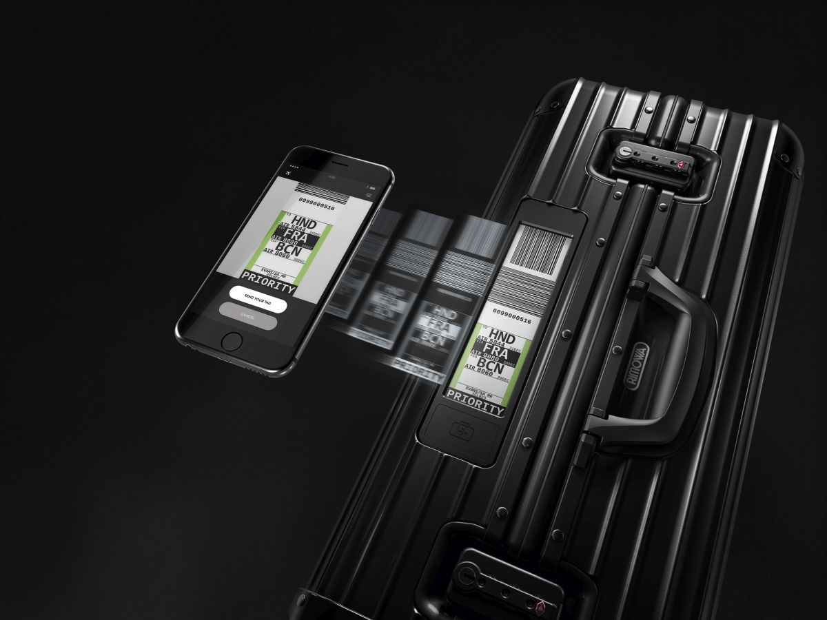 RIMOWA Topas Stealth_Smartphone