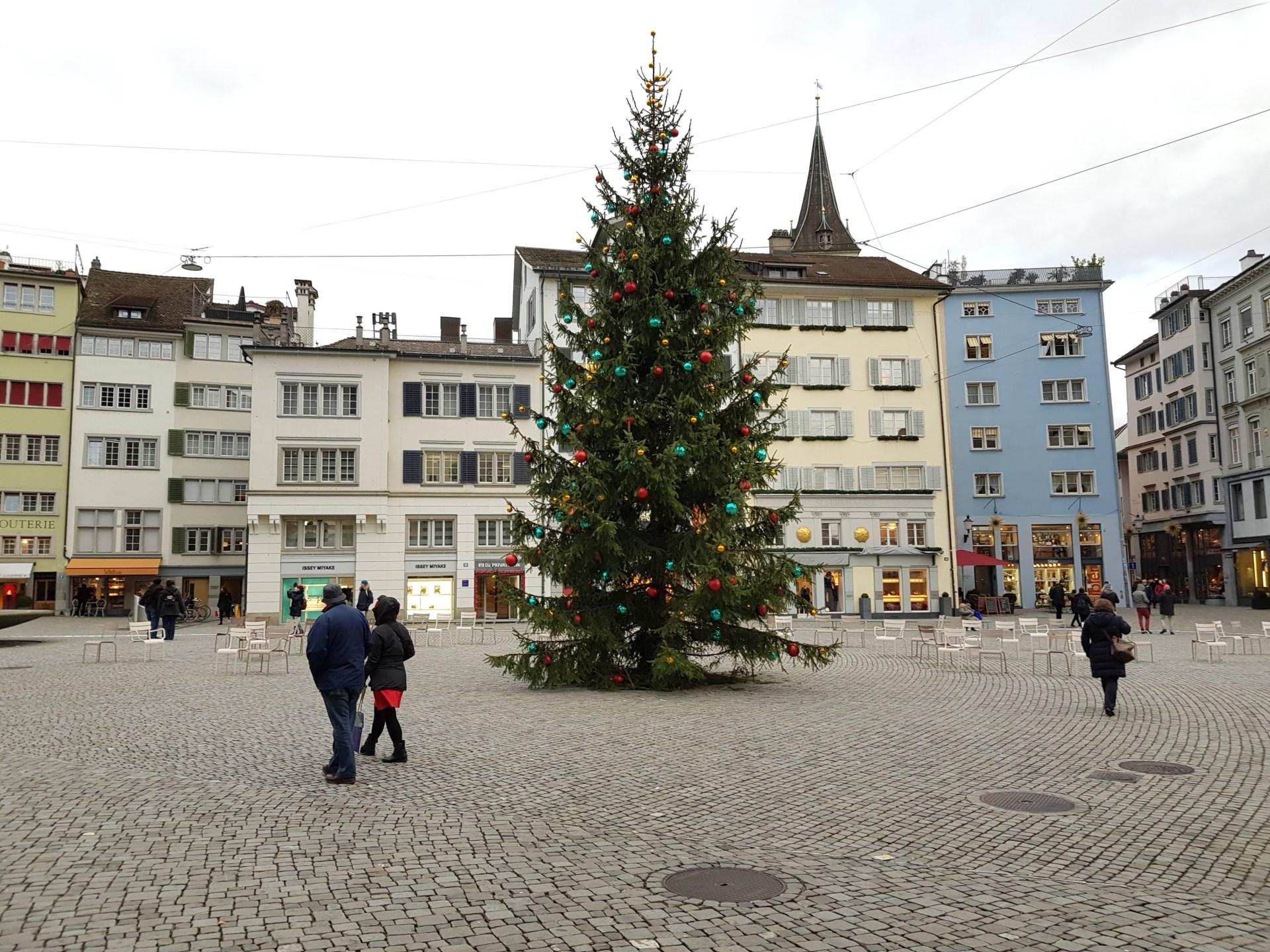 I mercatini di Natale a Zurigo: cosa vedere, dove dormire, cosa mangiare.