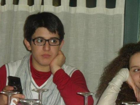 piero look to side