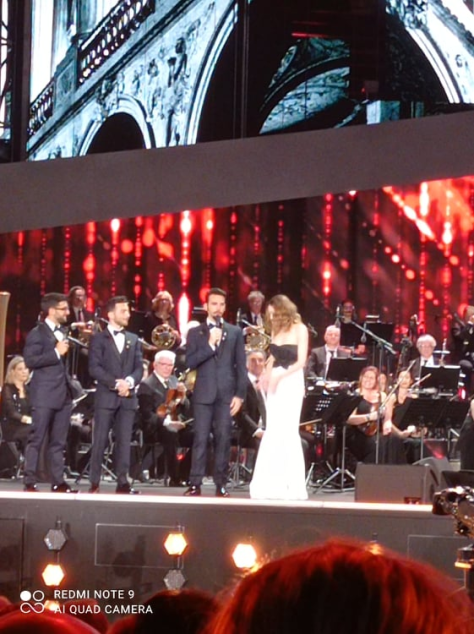 Laura Chiatti and the guys chat on the arena stage