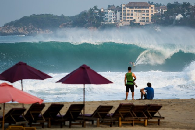 Here, Andreas DiMarco perfectly displays the degree of commitment required to tackle Puerto Escondido.