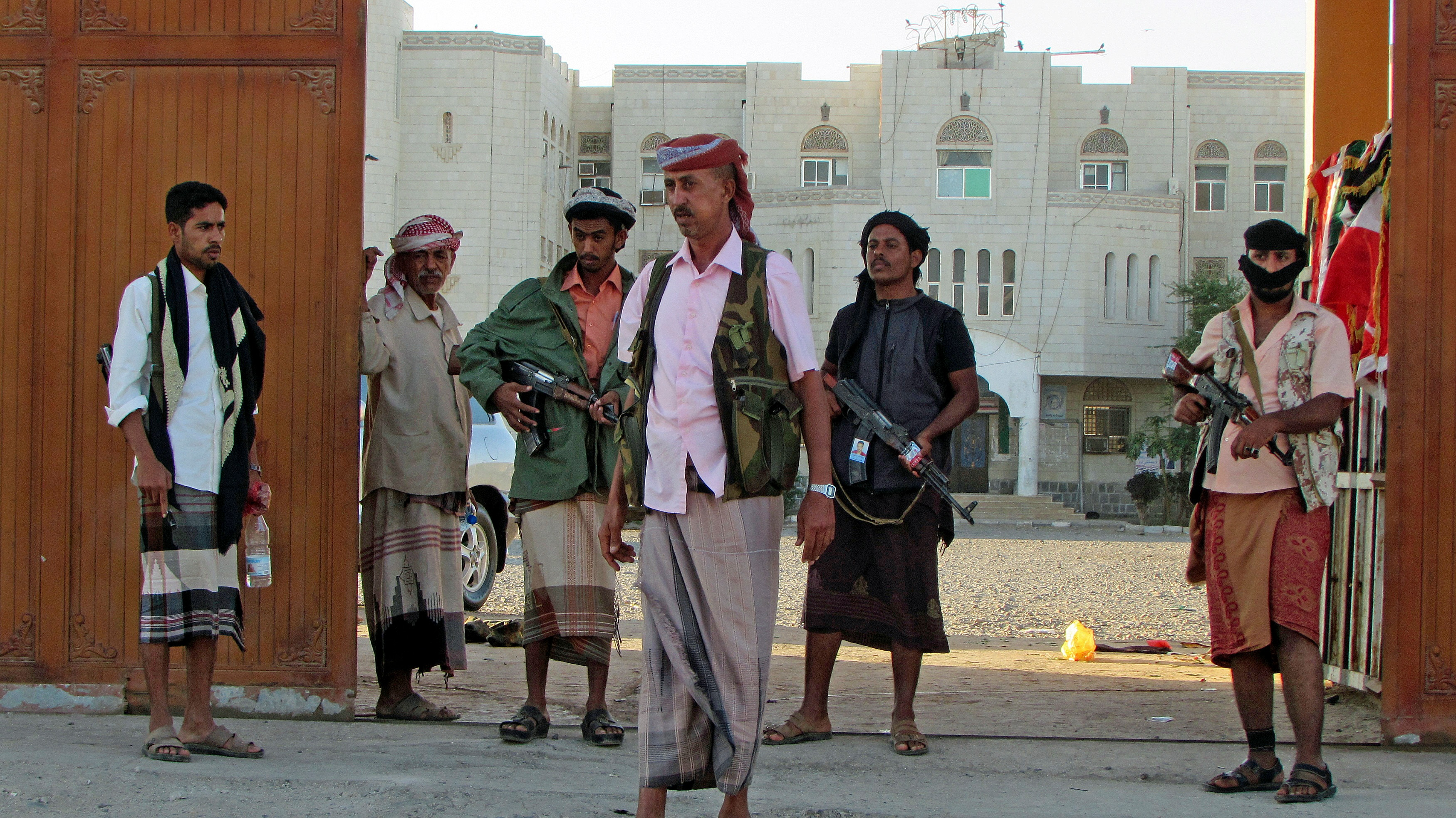 Forces Loyal to President Seize Parts of Yemen's Economic Hub | Voice of America - English