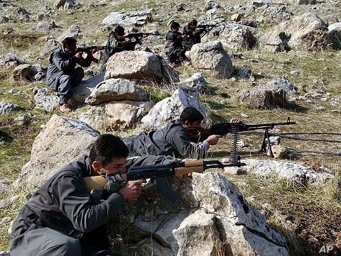 Recruits of PEJAK, the Party for a Free Life in Kurdistan, a splinter group of the PKK, the Kurdistan Workers Party, take defensive positions near the PEJAK training camp in the Qandil mountain range, northern Iraq (File)