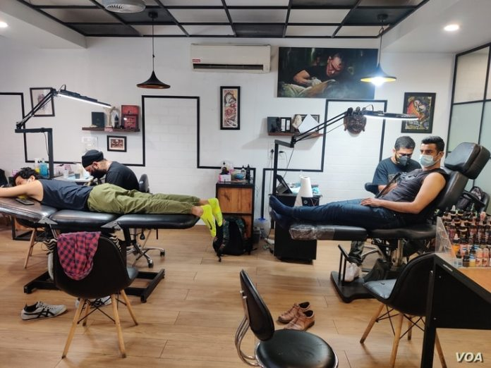 Tattoos of all kinds have gained popularity among a section of the younger and more affluent who view body art as an expression of their personality.  (Anjana Pasricha/VOA)