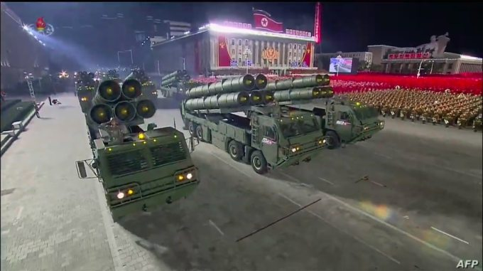 On the 10th, a weapon appeared to be a new supersized firearm at the 75th anniversary of the founding of the Labor Party in Pyongyang, North Korea.