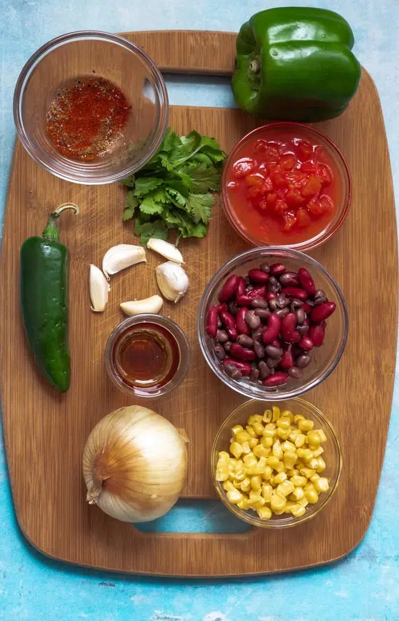 one-pot easy vegan chili with black and kidney beans
