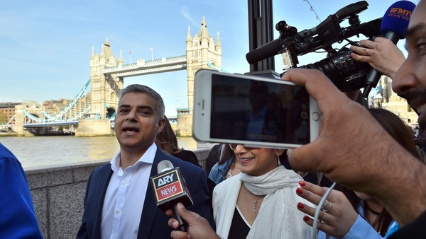 London Mayor election...Labour mayoral candidate Sadiq Khan and his wife Saadiya arrive at City Hall in London as counting continues on votes for the Mayor of London and the London Assembly elections. PRESS ASSOCIATION Photo. Picture date: Friday May 6, 2016. See PA story POLITICS Elections. Photo credit should read: Dominic Lipinski/PA Wire