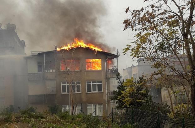 Trabzon'da yangın korkuttu Ortahisar ilçesinde bir binanın 4. katında çıkan yangına yan binanın bacasından çıkan kıvılcım neden oldu Yangın nedeniyle mahallede büyük panik yaşanırken, yanan evin bulunduğu binada oturan bina sakinleri gözyaşlarına hakim olamadı